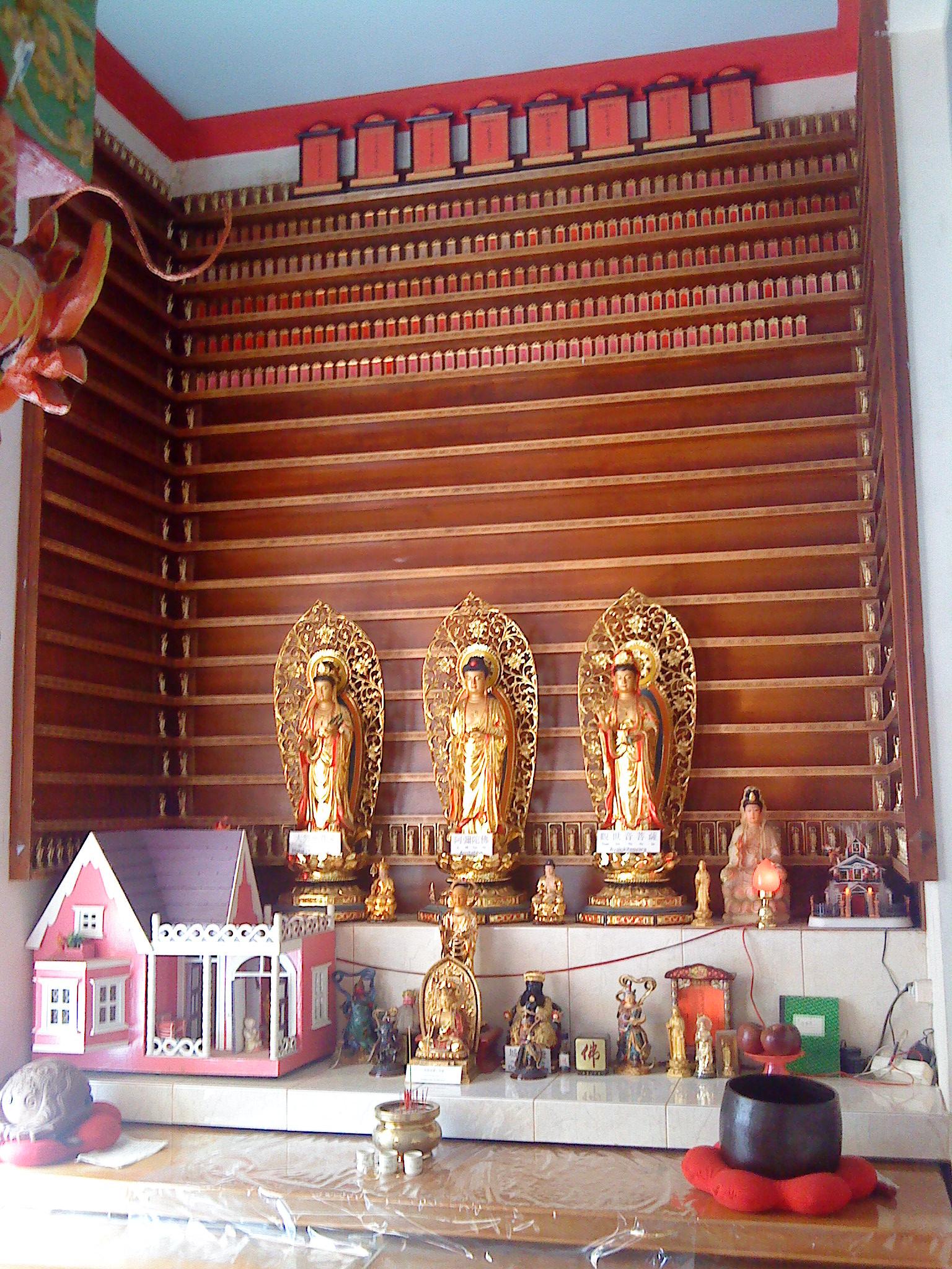 Altar Ksitigarbha untuk Leluhur