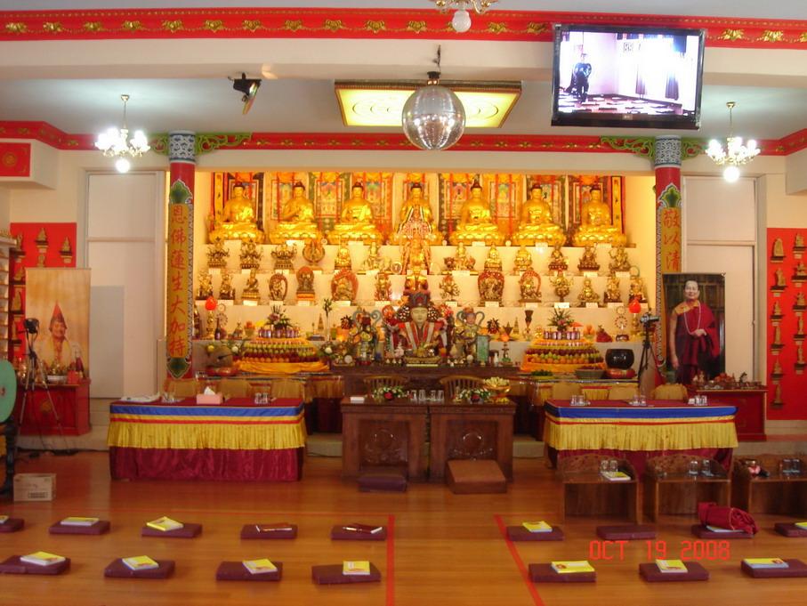 Altar Utama di dalam Bhaktisala